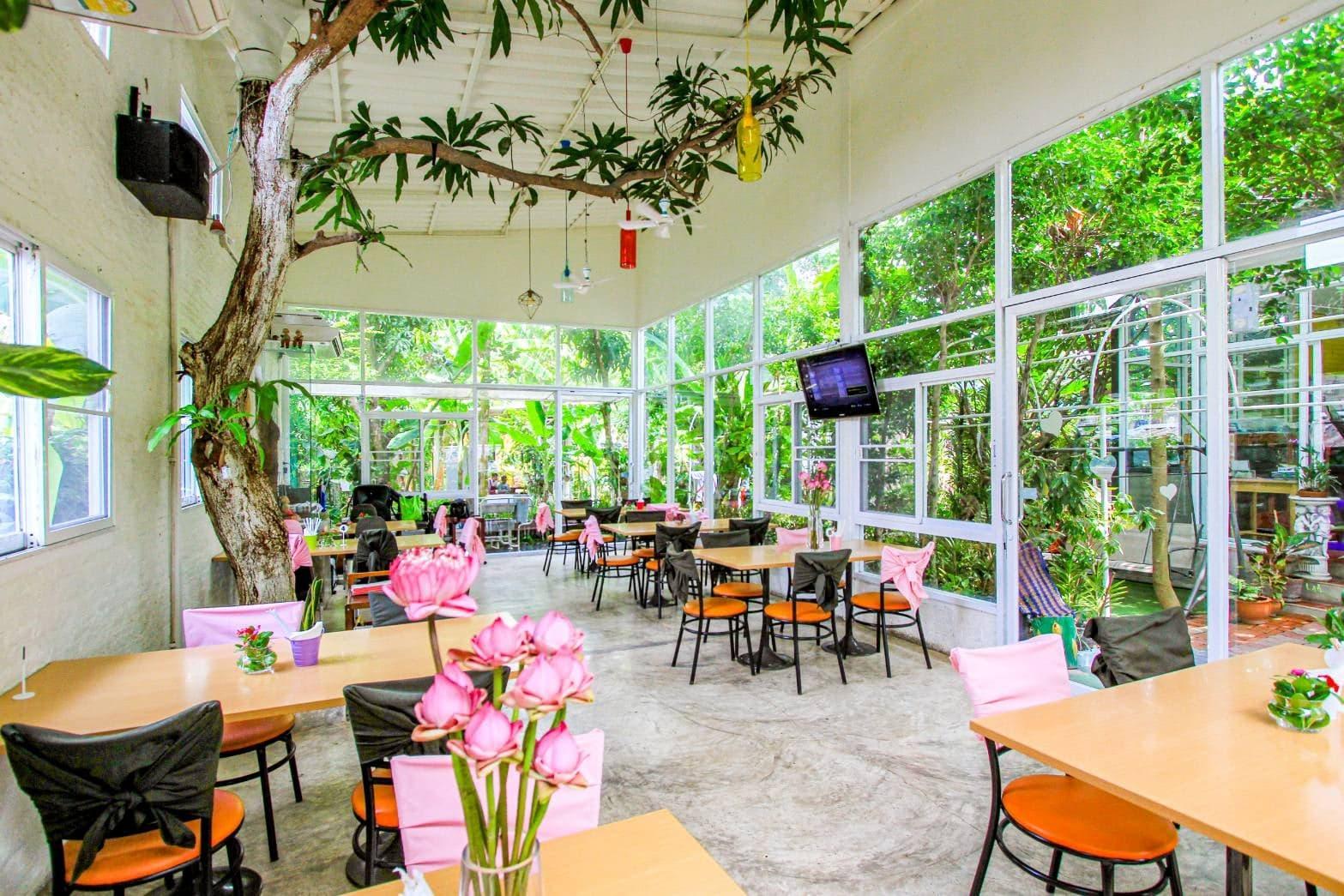 Aoywaan Riverside Thai Cuisine gallery